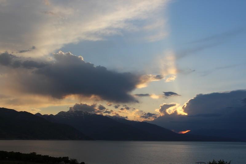 Abenteuer Osten: Sonnenuntergang am Toktogul-See